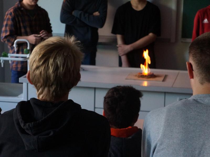 Foto aus einer Schule zur Veranschaulichung des Tag der Wissenschaften
